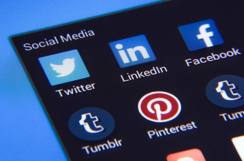 Social Media Icons Smartphone LinkedIn Pinterest Logo